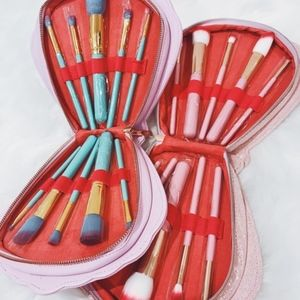 Other - NEW Pink & White Shell Makeup Brush Set